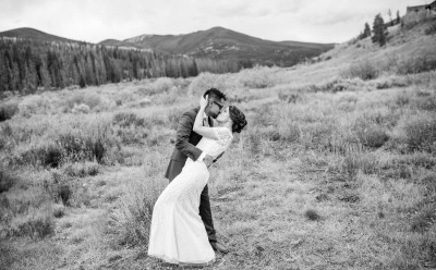 V dramatic kiss colorado fall foliage bw