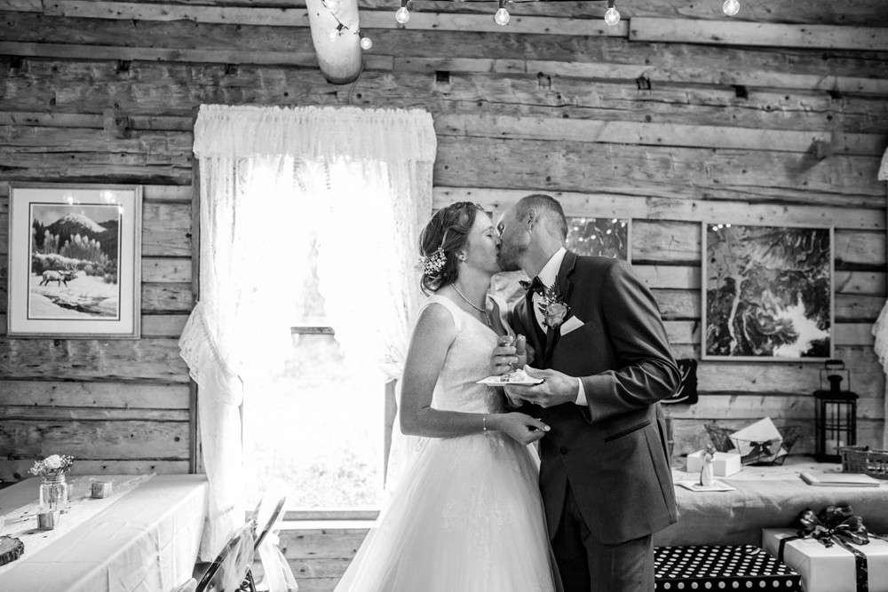17 bride groom kiss log cabin