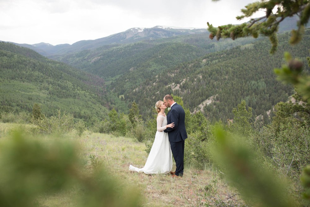 15 natural light bride groom kiss mountain