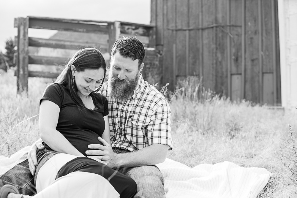 03 maternity photography creede barn